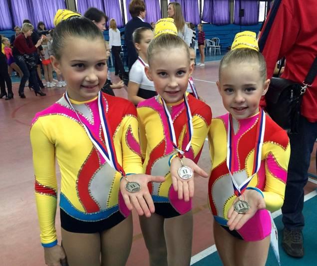 Девочки - призеры соревнований Невская грация-2014